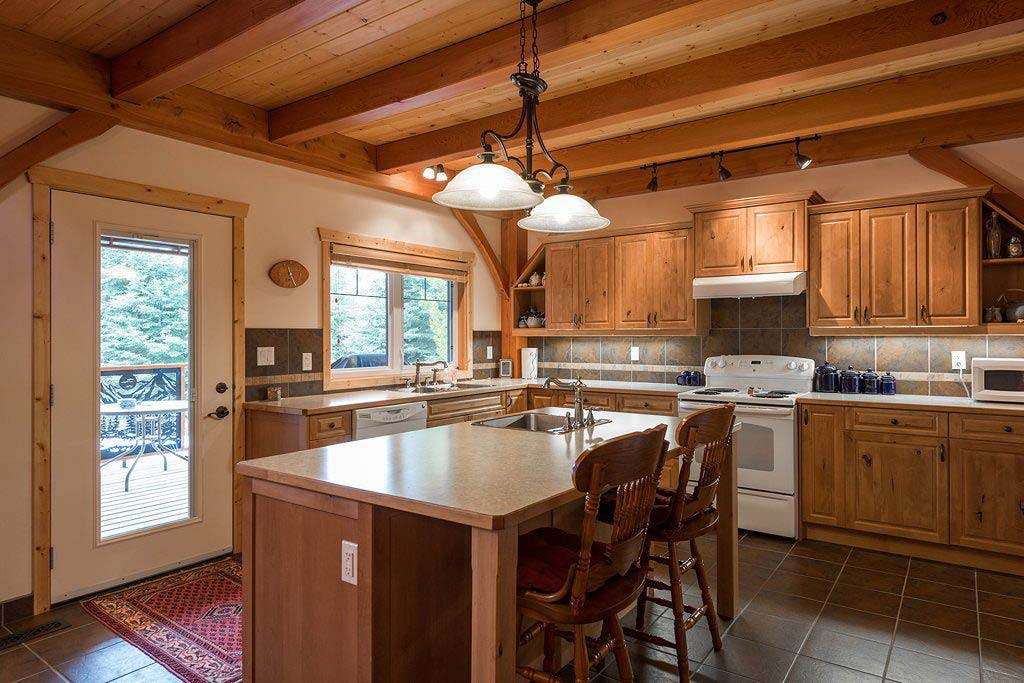 Timber Green Bed & Breakfast kitchen